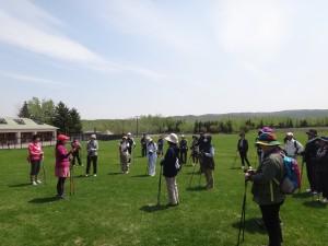 公園で実施されているノルディックウォーキング教室(国営滝野すずらん丘陵公園)