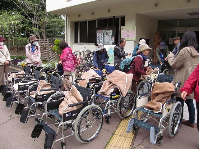 出発前に車椅子をそろえます