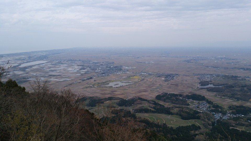 角田山から望む西蒲区(中央の潟が上堰潟公園)