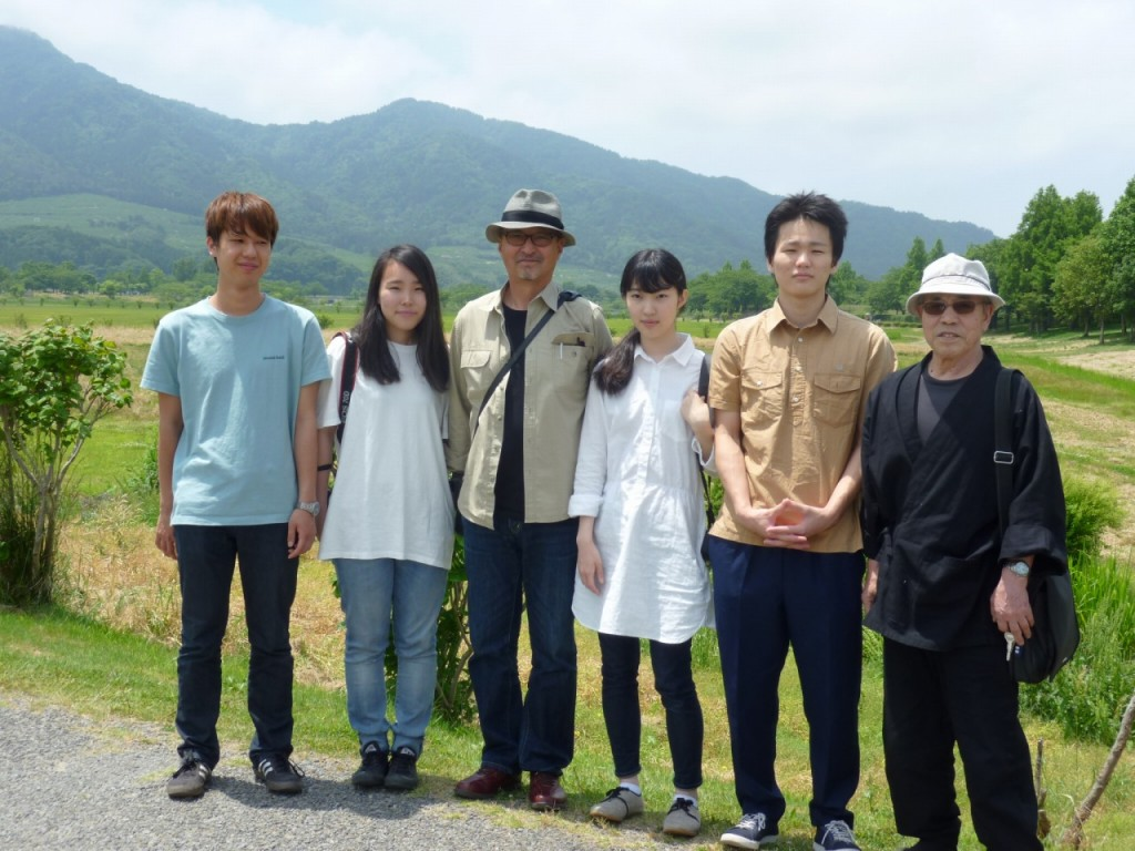宮島教授(左から3人目)と内山さん(一番右)と代表のみなさん