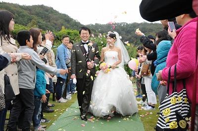 多くの一般のお客様が祝福してくれた結婚式
