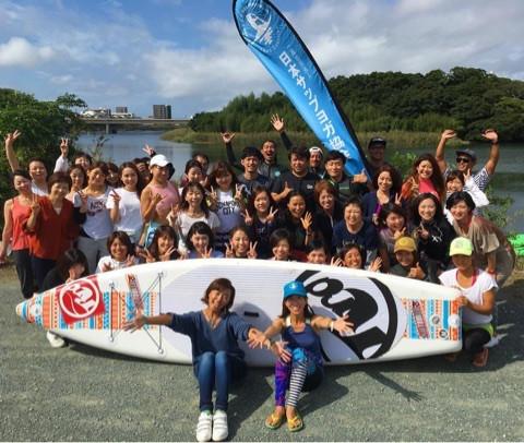 協会のイベントで記念撮影。手前左は田中律子理事長、右が高橋貴子さん(2016年10月豊橋公園)