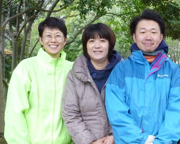 中央がみはまプレーパーク代表 田口晴三さん<br>左が開始当初からの仲間 中居さん、右はプレーリーダーのマサさん