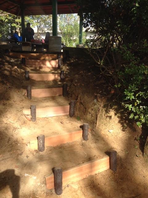 自治会のメンバーが作ってくれた階段