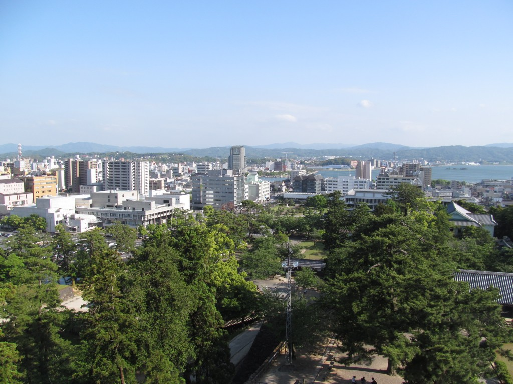 松江城から望む松江市