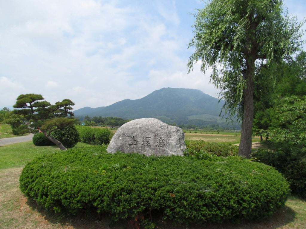 上堰潟公園(背後に見えるのは角田山)