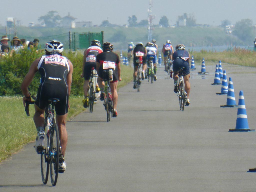 河川敷のバイクコース