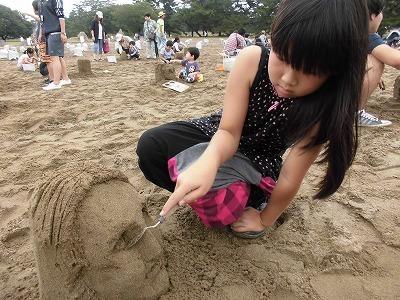 砂の造形イベント「サンドフェスタ」でのサンドアート体験