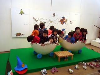 絵本原画展には、子供たちが楽しめるスペースも設けます