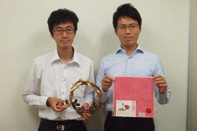 公益財団法人 神奈川県公園協会の「木の実木のまま」担当の藤田和弘さん(左)と<br>ボタニカル・ダイ担当の宮地知之さん(右)