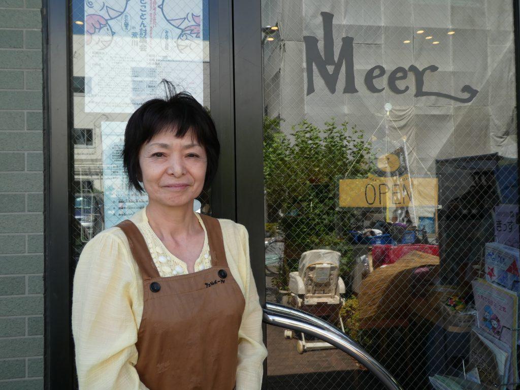 喫茶店「フェルメール」のオーナー・角田さんは、お店を活用して地元の人たちの趣味や活動の支援も行っている