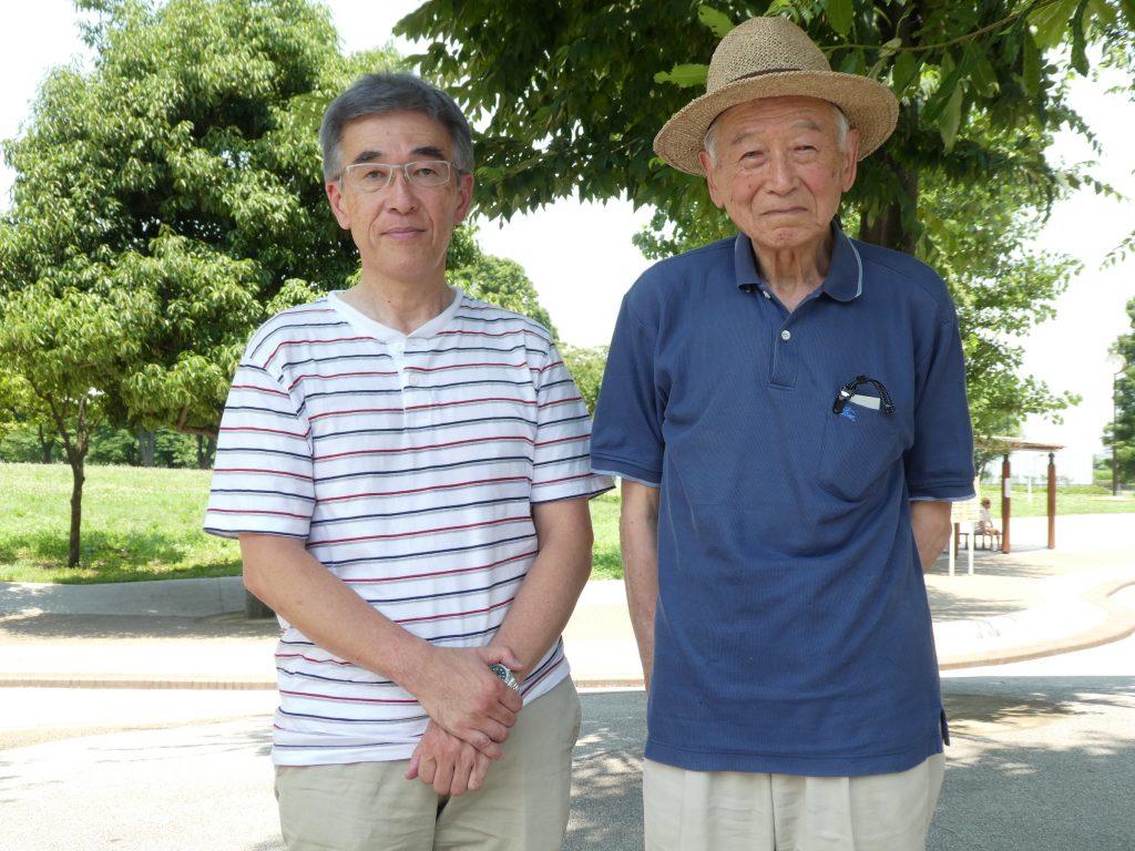 2代目会長の池田さん(右)は、今もメンバーとして尾久の原公園の植物観察を続けている