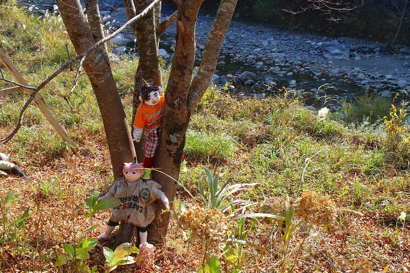森の妖精は、ハロウィンの時に貸し出したため、現在野外に展示されているのはこの2人だけ