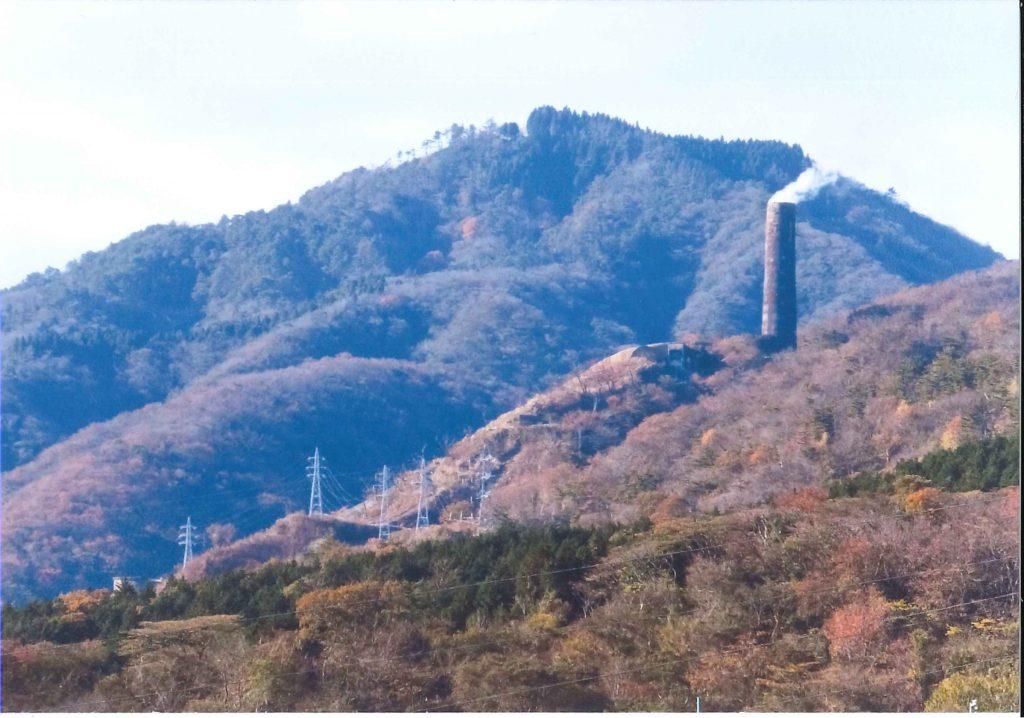 かみね公園より見る現在の大煙突(1993年に2/3が崩壊)