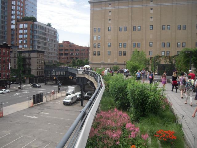 高架線が公園に。ハイ・ライン