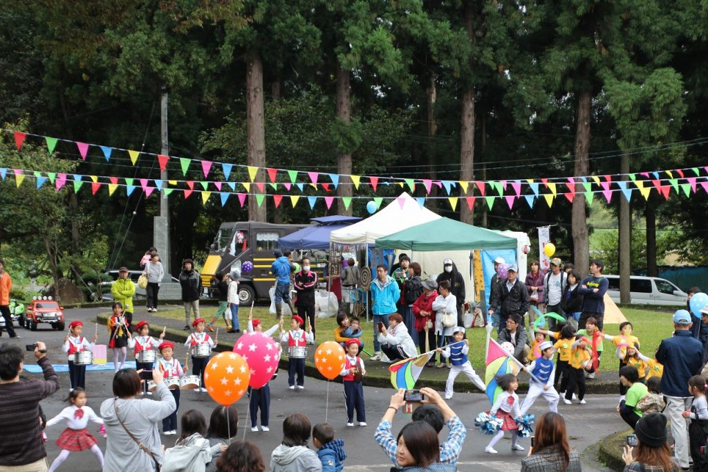 子供たちのパフォーマンスで賑わうリノベーションイベント