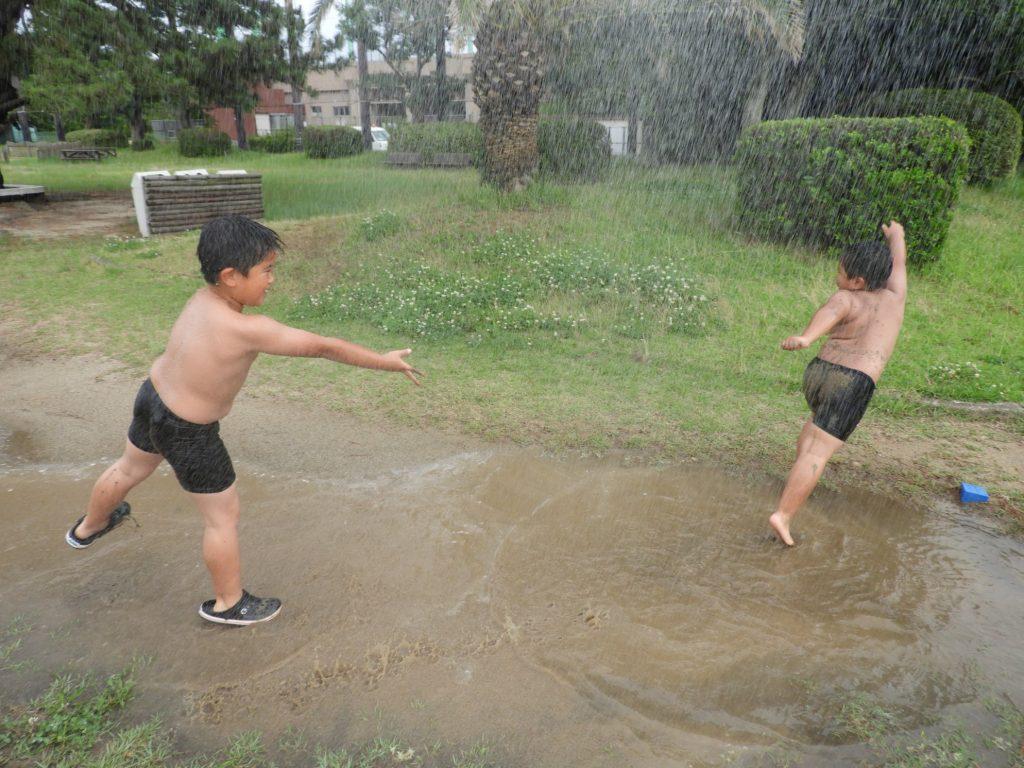 どろんこになって遊ぶ子どももマイノリティになっている。