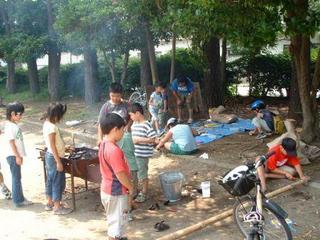 子供たちでにぎわう柳島公園(2004年12月)。