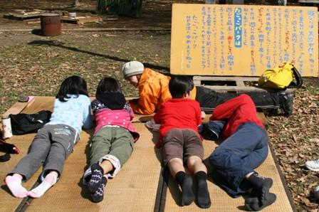 たごっこでは、大人に向けて「遊び」について伝える看板を掲げています。