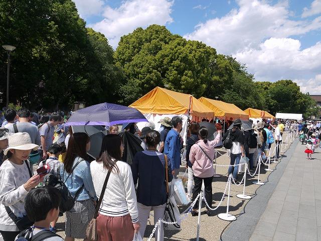 「国立国会図書館 国際子ども図書館」開館を記念したことから、毎年、開館日に当たる5月5日を含む3日間に<br/>「上野の森 親子ブックフェスタ」は開催している。