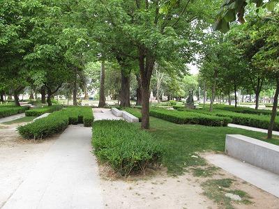 明るく見通しの良い園内には、休憩しやすい雰囲気がある。