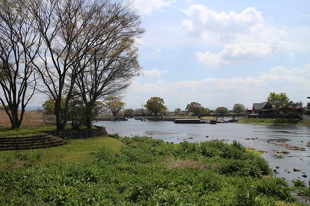 上流部は湖というよりも、流域の広い川のような<br/>江津湖(上江津湖)