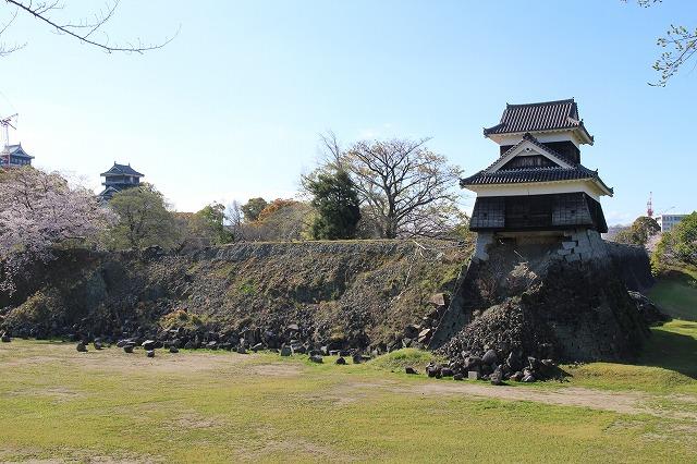 地震で石垣が崩れた熊本城は2019年現在も<br/>復旧工事中
