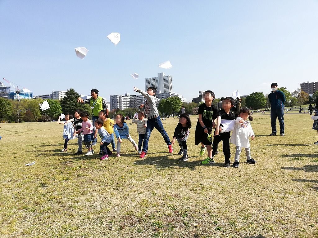 紙飛行機などで遊びながら学ぶ自然発見塾