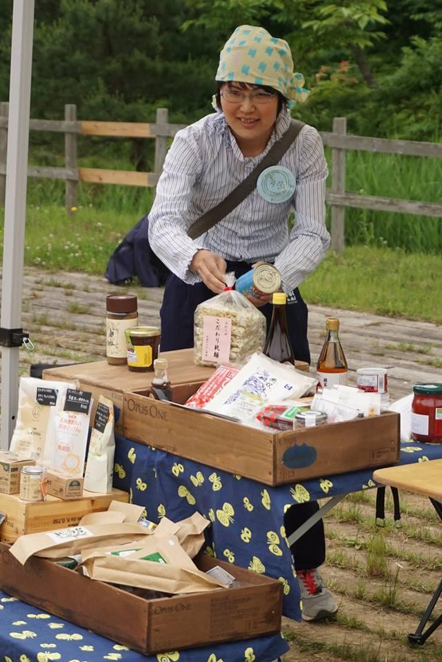 自然栽培のお茶など、こだわりの商品を販売する<br>お店も