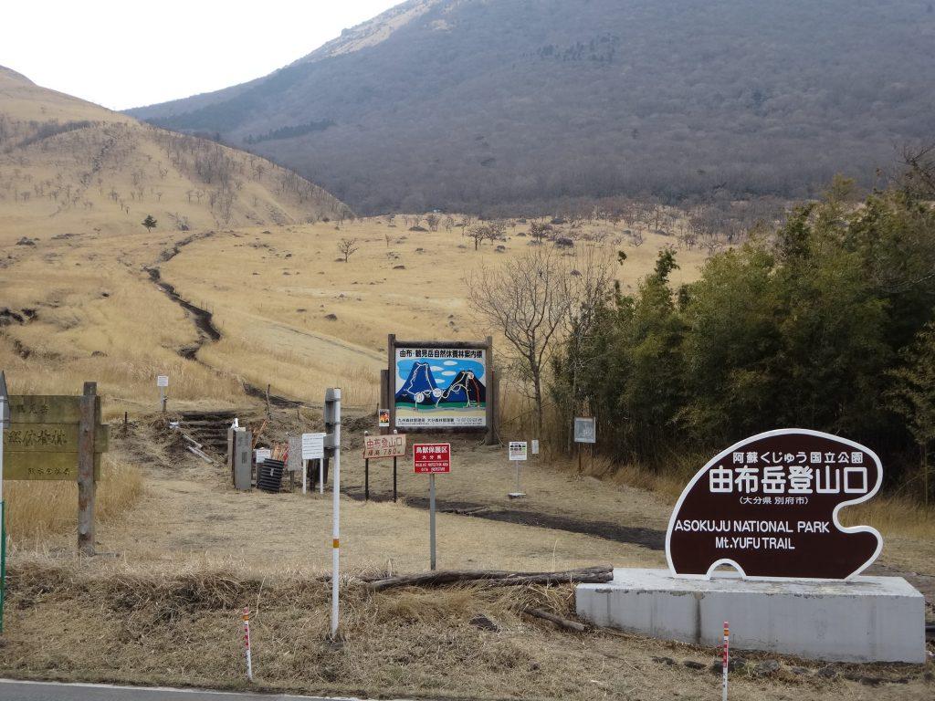 (写真12)乱立する標識