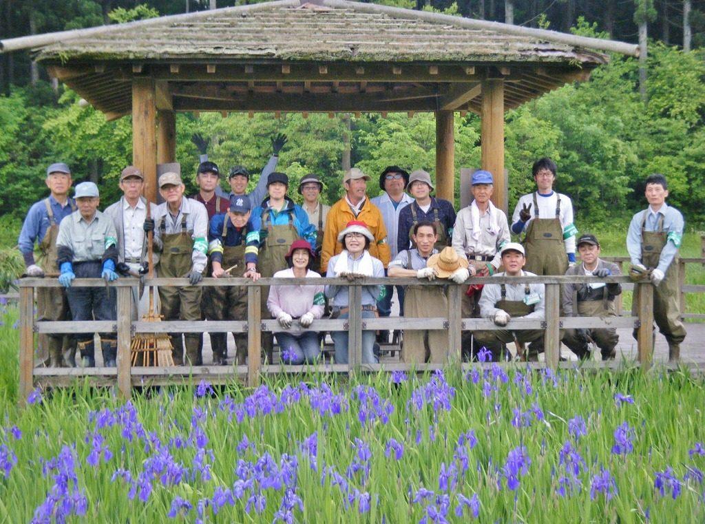 市民活動のひとつ「森づくり活動」では、日本一の<br>カキツバタの水辺を目指している