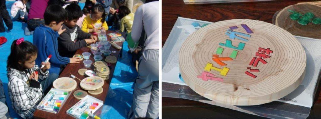 広場の樹木に設置する樹名板を手作りする子供たち