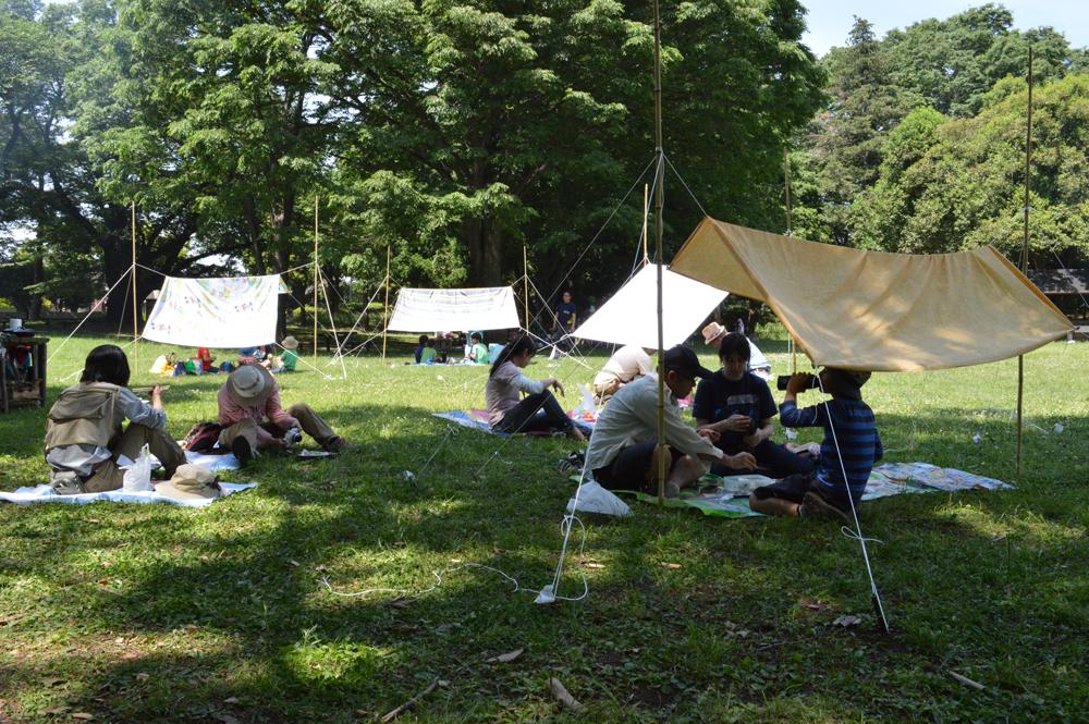 サバイバルピクニックでは、<br>「シーツと棒でくつろぐ空間ができた!」と感想が寄せられた