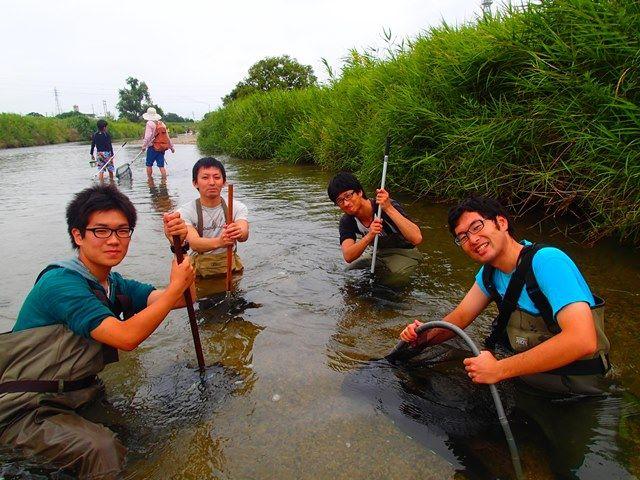 四日市市を流れる三滝川での生き物調査