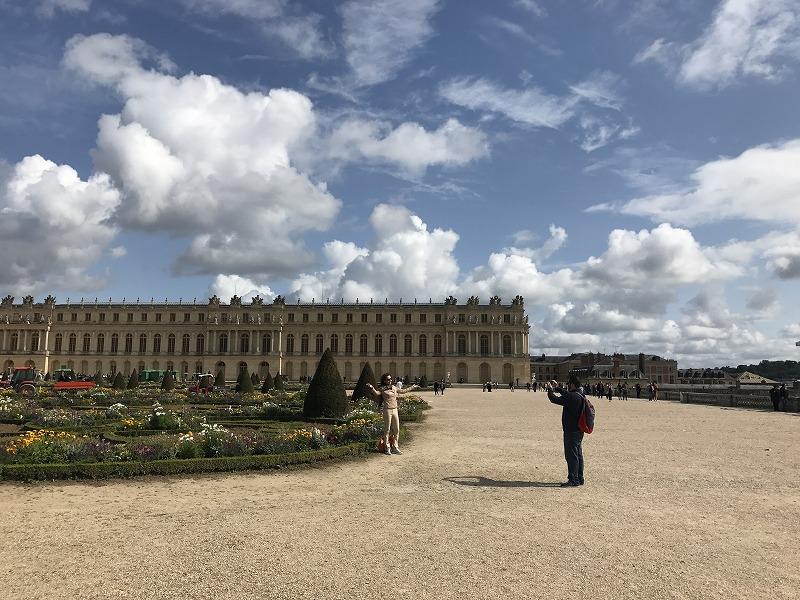 宮殿、庭共に世界遺産に登録されており、観光客の利用が圧倒的に多い