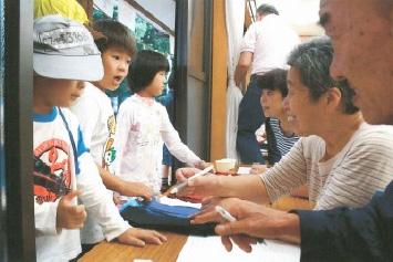 熊野神社の社務所を借りて受付を行う
