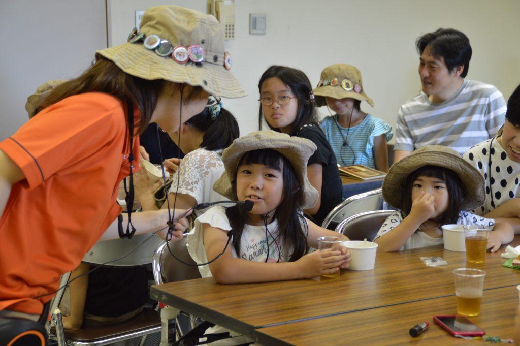 正隊員対象の試食イベントに参加する姉妹。<br/>小学生のお姉ちゃんはやはり植物に詳しい