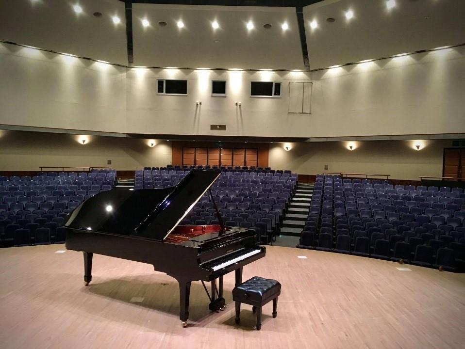「55ピアノ~55分のピアノ独練会~」では<br/>他の楽器を持ち込んでピアノと共に演奏もできる。また、5人までの少人数での利用としている
