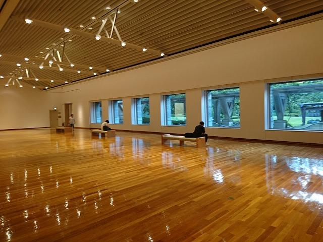 『作品のない展示室』では本来の建物の姿を多くの人が楽しんだ