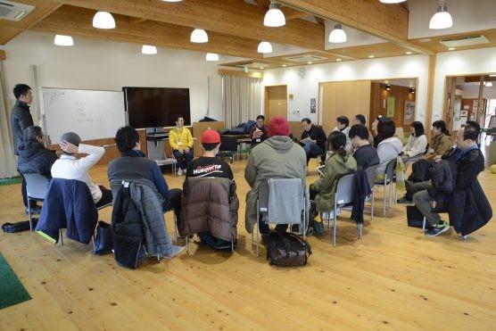 コロナの前の「森の会議」の様子。<br/>男性が8割、女性が2割で男性の参加者が多い