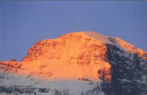 ハイジが愛した真っ赤に染まる山の情景<br/>(朝焼けのユングフラウ)