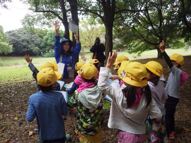 自然体験学習は少人数で屋外で行うことが多い